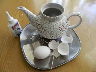 làm bình hoa từ ấm trà