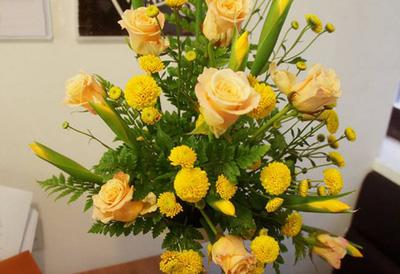 lẵng hoa vàng chào thu