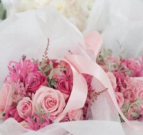 2 cách cắm hoa cho tiệc cưới thêm lãng mạn, thơ mộng