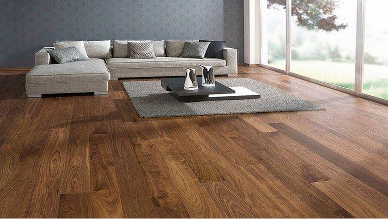 Sàn gỗ khả năng chống thấm nước so với sàn gạch men thì không bằng như khả năng chống trơn trượt thì tốt hơn nhiều