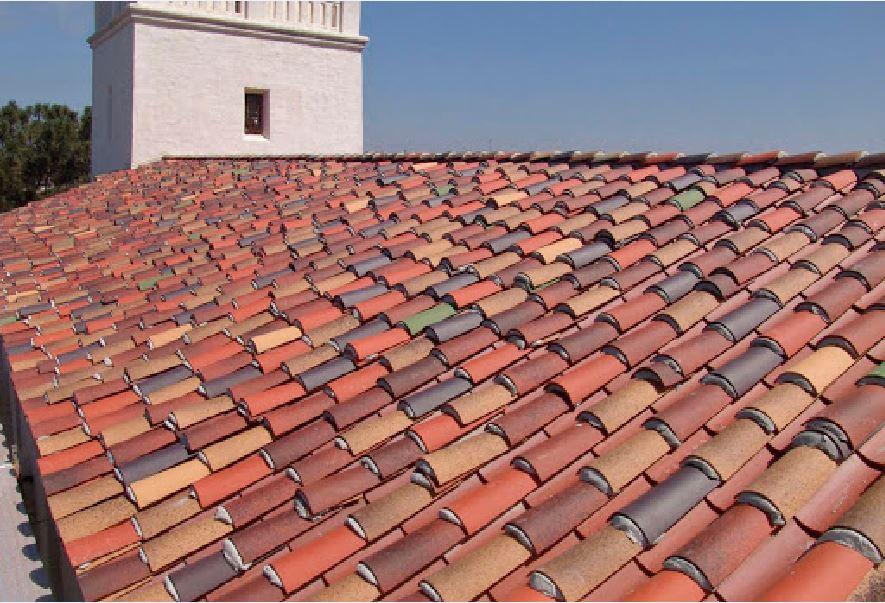 Ngói đất nung được sử dụng làm mái nhà truyền thống