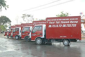 Đoàn xe tải chuyển nhà văn phòng của Hãng Taxi tải Thành Hưng